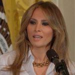 メラニアトランプの暗い表情の映像。手を払いのける。離婚話も?